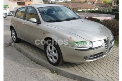 Alfa Romeo 147 1.9 JTD Distinctive - 5.900 € - coches.com