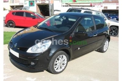Renault Clio 1.2 16v Authentique 3 p. en Madrid