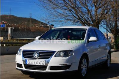 Volkswagen Passat 2.0tdi Highline Dsg 4 p. en Barcelona